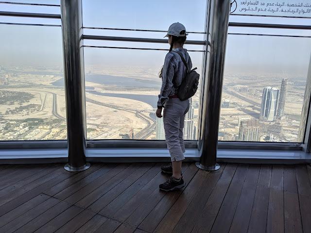 Бурдж-Халифа, at the top