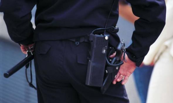 Συνελήφθη αστυνομικός για παράνομη κατοχή όπλων