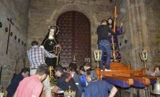 http://www.laopiniondezamora.es/especiales/semana-santa/2015/03/semana-santa-benavente-nazareno-dolorosa-pasan-primera-noche-iglesia-santa-maria-n618_5_19407.html