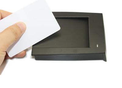 Lecotr USB de tarjetas y pulseras