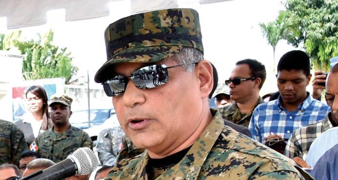 Ministro de Defensa pone a disposición médicos militares por paro de 48 horas del sector