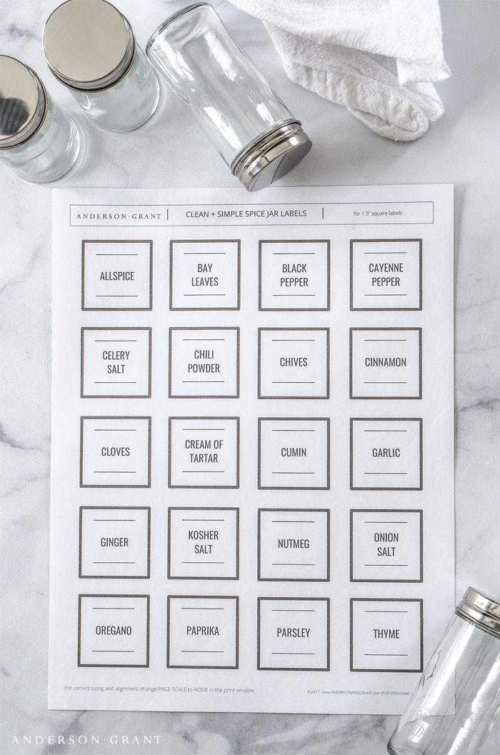 Print off these free clean and simple spice jar labels and organize the spices in your kitchen. #freeprintable #printablespicejarlabels #organizing #andersonandgrant