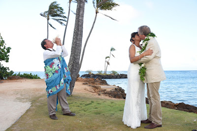 Hawaii Wedding Kiss