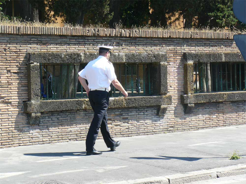 ROMA FA SCHIFO: Da una parte colpa dell'ausiliario cafone