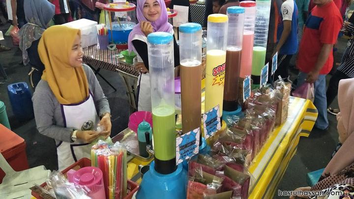 Awek Bazar Ramadan Jual Air Balang Tiub