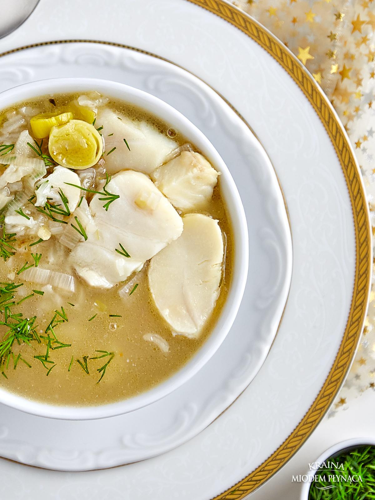zupa rybna z dorszem, zupa z białej ryby, zupa z rybą, kraina miodem płynąca, fotografia kulinarna,