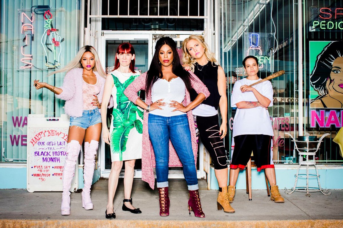 Niecy Nash interpreta a Desna en CLAWS
