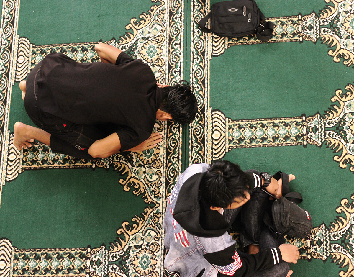 men praying in a mosque in Marawi
