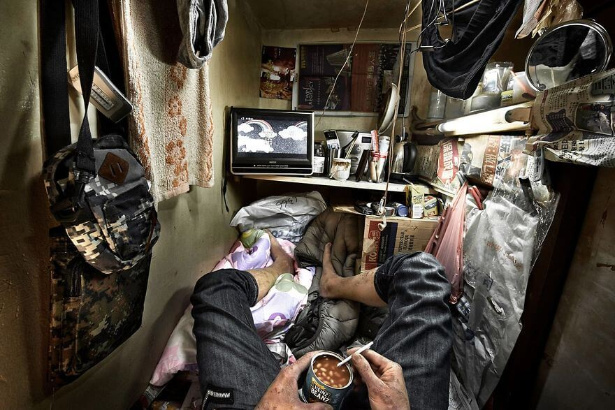 14 Nightmarish Pictures Show What It's Like To Live In Hong Kong's 'Cage-Apartments'