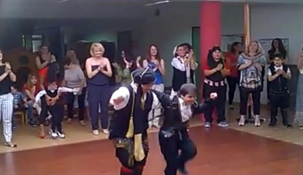 """""""Η παράδοση στον τόπο μας"""" - Χορός των μαχαιριών από τα παιδιά του Ειδικού Σχολείου Εορδαίας (Video)"""
