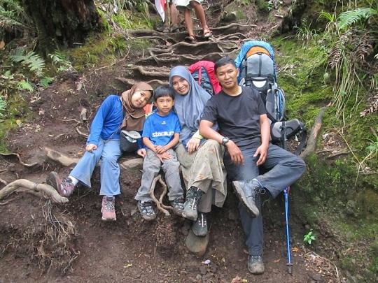 pendaki keluarga