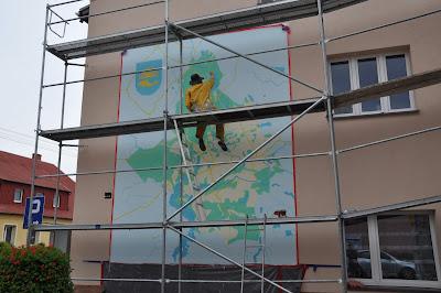 Malowanie obrazów na ścianie, malowanie mapy na elewacji zewnętrznej budynku gminy, malowanie loga na elewacji
