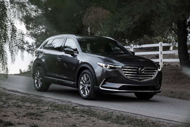 Front 3/4 view of 2016 Mazda CX-9 Signature