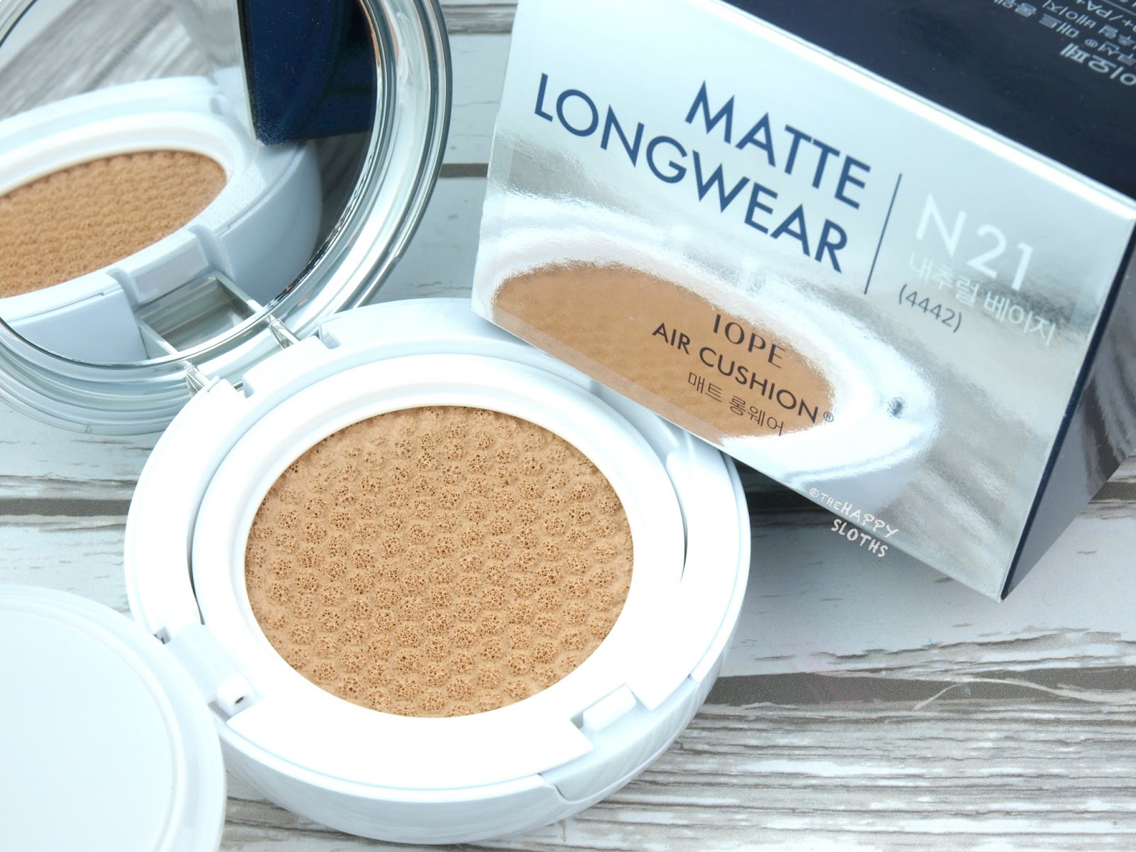 "IOPE Air Cushion Matte Longwear Foundation in ""N21"": Review and Swatches"