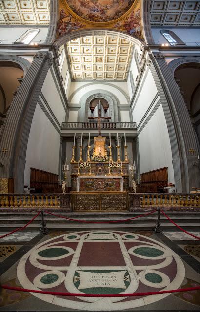 Basilica de San Lorenzo :: Panorámica 8 x Canon EOS5D MkIII | ISO800 | Canon 24-105@24mm | f/4.0 | 1/15s
