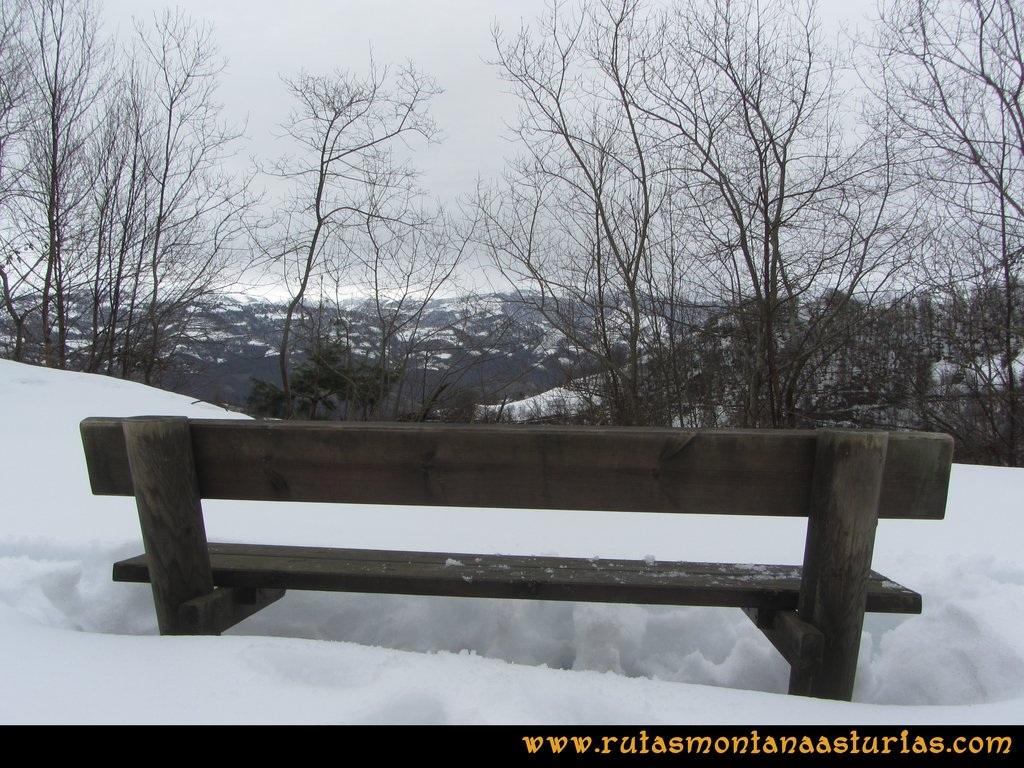 Ruta Orilles-Cueto Ventoso: Banco entre la nieve