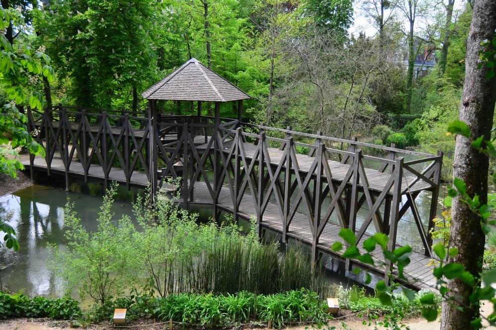 Le beau pont à double étage - encore une invention du maître...