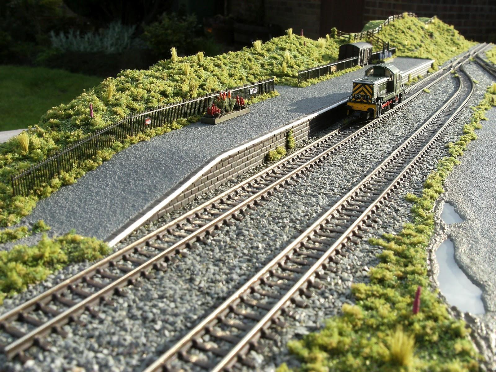 Train and stuff: N gauge model train buildings uk