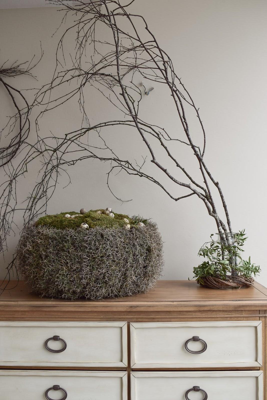 Deko mit Natur Birkenzweige Birke Dekoidee dekorieren Osterdeko Moos Wachteleier Kranz aus Eisenbusch