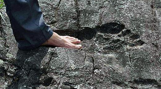 Hallan en China huellas humanas gigantes fosilizadas en la roca