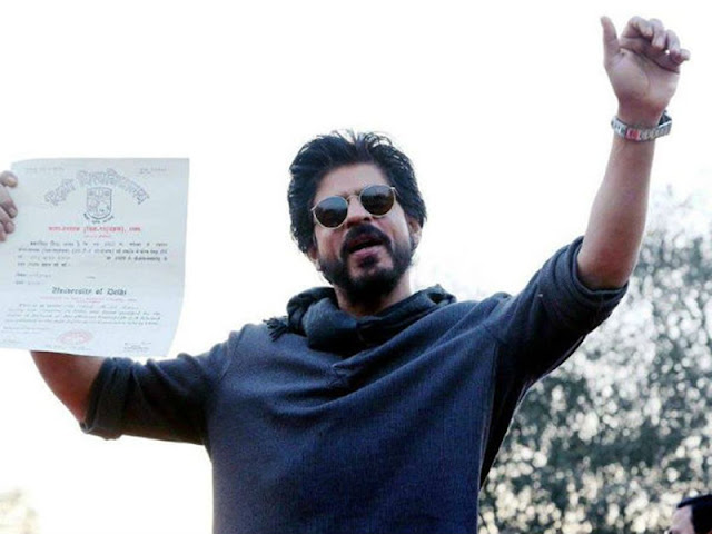 Shah Rukh Khan Collects His Graduation Degree Hansraj College