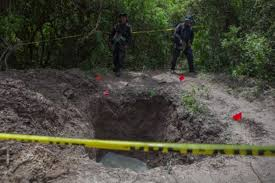 Hallan 32 cuerpos en 20 fosas clandestinas en Zitlala Guerrero