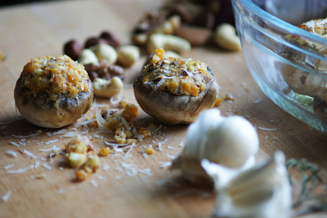 Gefüllte Champignons mit Nüssen und Kürbis