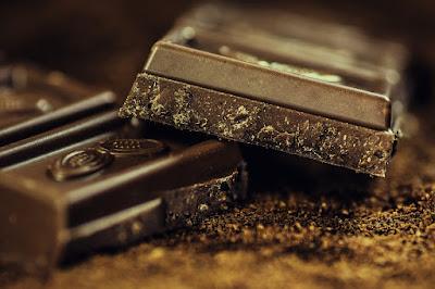 makan cokelat