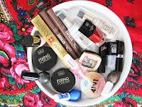 http://marcelka-fashion.blogspot.com/2015/12/nowosci-w-kosmetyczce-czyli-moje-zakupy.html