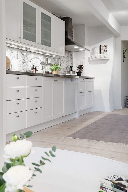 Small Kitchens  6 Ideas for Decorating  2
