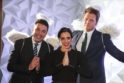 Robson, Elisa e Bertolazzi entram vestidos de anjo na cerimônia - Crédito: Victor Silva/SBT