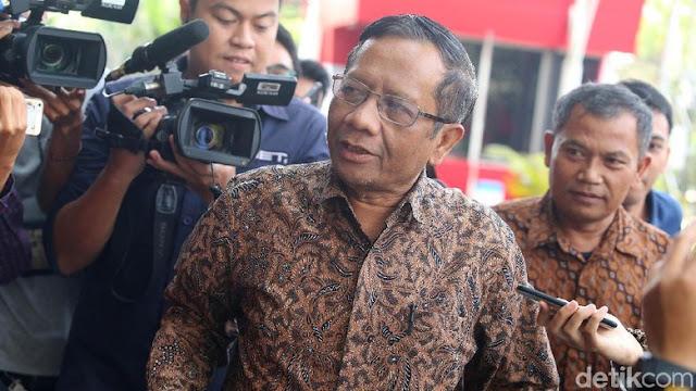 Mahfud Md: FZ-RMy-SU Harus Tanggung Jawab soal Berita Ratna Sarumpaet