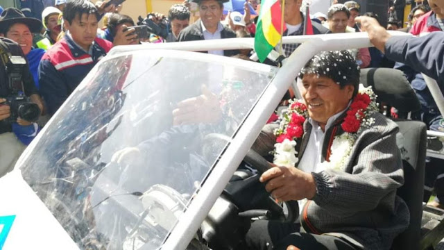 Bolivia presents the first electric vehicle built at the Technological Center of Lithium