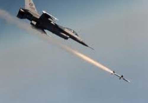 طائرات اسرائيلية تشن هجمات على غزه بعد اطلاق صاروخ