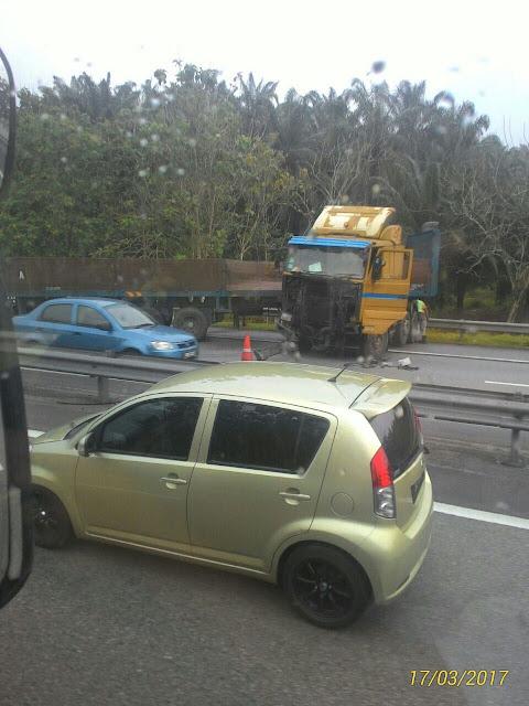 Kemalangan bas dan lori di Highway Kulai