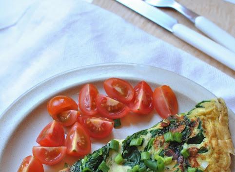 Śniadaniowy omlet z zieleniną