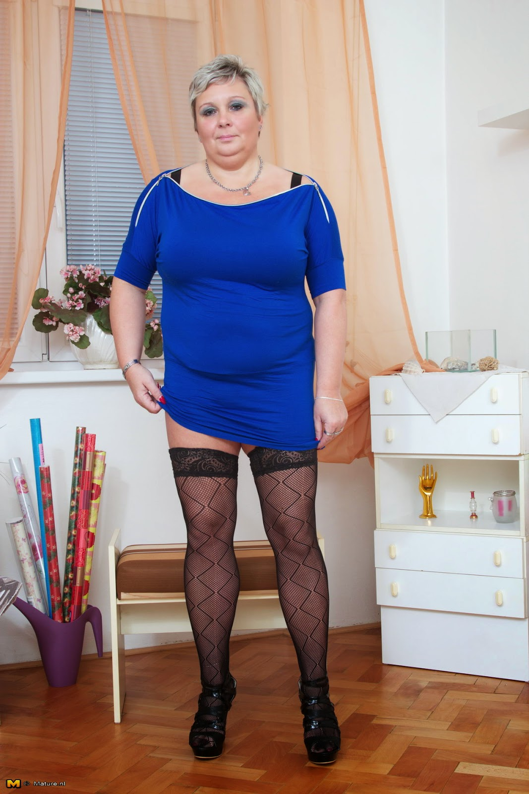 Queensized Beauties: Julie