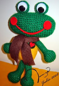 http://charocrochetpatrones.blogspot.com.ar/2010/04/rana.html