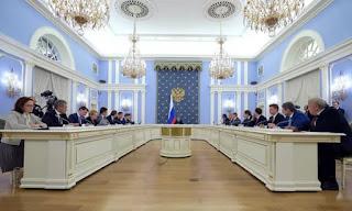 Премьер-министр Дмитрий Медведев запретил покупку иностранной мебели для госучреждений