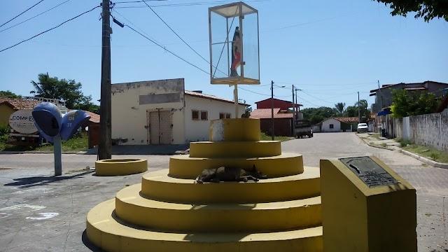 Paulino Neves, onde um cão é vigia de santo. - por Pádua Marques