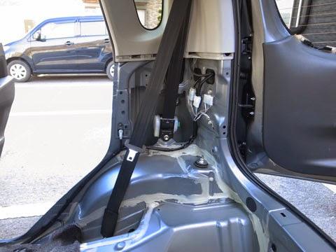 ムーヴカスタムla100s後期フロアのデッドニング&静音 シートベルト部の音の遮断はどうするか多少問題ですね