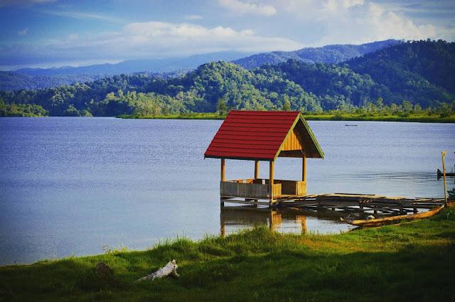 foto indah danau lindu taman nasional lore lindu