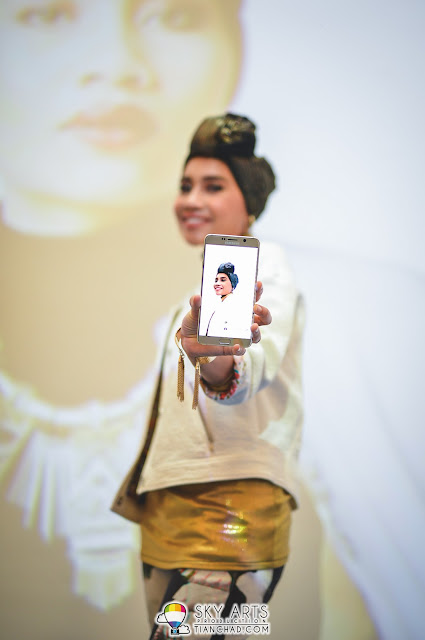 Selfie inception with the backdrop as well - Yuna with the Note 5