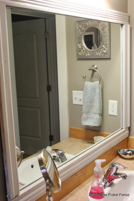 inexpensive mirror upgrade at Beyond the Picket Fence http://bec4-beyondthepicketfence.blogspot.com/