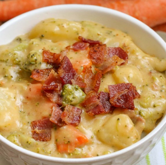 LOADED BROCCOLI POTATO SOUP