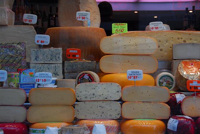 Descubra os queijos que PODE comer para perder peso