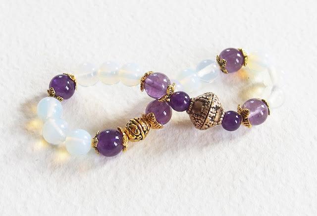 https://www.alittlemarket.com/bracelet/fr_bracelet_romantique_avec_pierres_de_gemmes_comme_un_bel_hiver_amethystes_et_pierres_de_lune_blanc_et_violet_-16603372.html