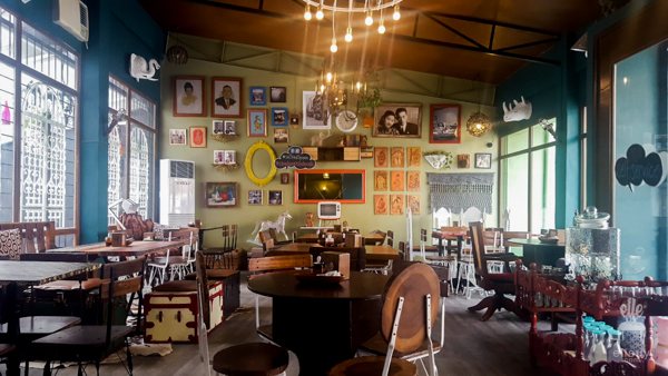 Third Space Studio Cafe, Vintage cafe, Eclectic diner, colorful interior