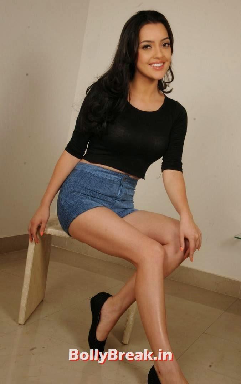 , Kristina Akheeva hot Photos in Shorts