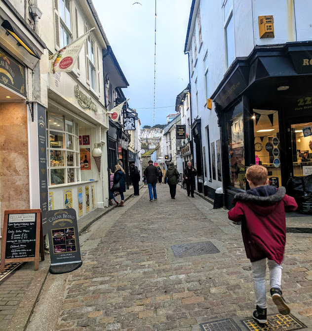 How to spend an evening in St Ives with kids  - cobbled streets